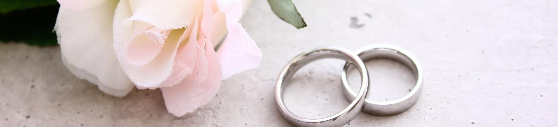 薔薇と結婚指輪